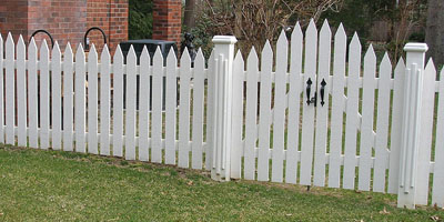 classic picket fence design by Elyria Fence