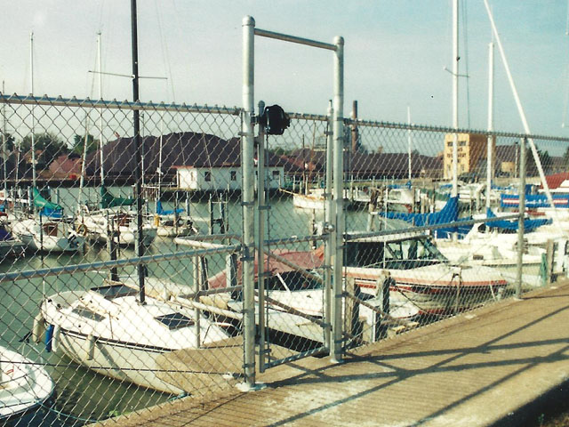 Industrial Chain Link Fence Security Enclosure