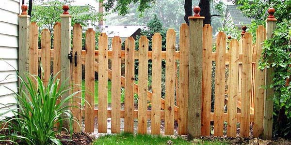 Reverse Runner Classic Picket Fence by Elyria Fence Company