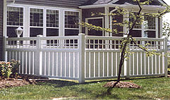 Vinyl semi-private fence with square lattice by Elyria Fence
